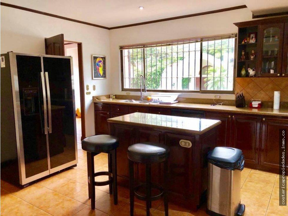 San Jose Casa con 3 niveles