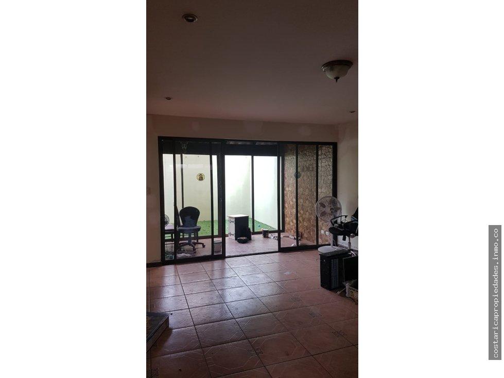 Cartago casa de dos pisos