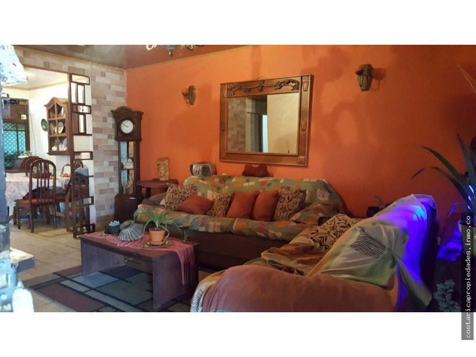 San Jose bella casa en Tibas